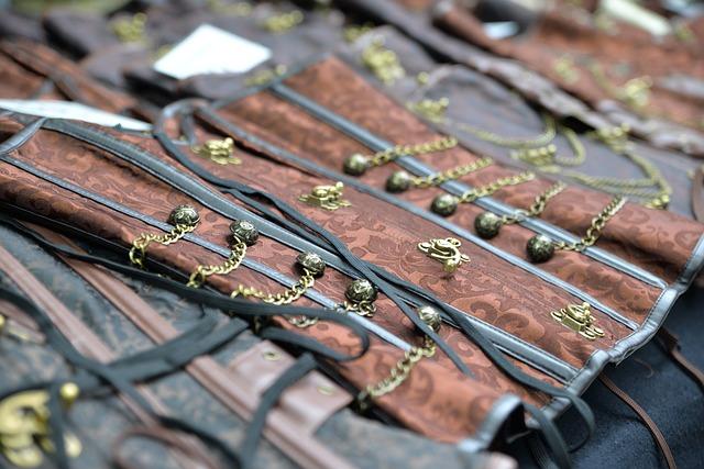 Šatníkové predmety z minulosti, ktoré by mohli ľahko zmrzačiť akúkoľvek parádnicu
