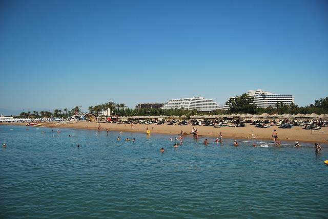 Pláž Belek s turistami
