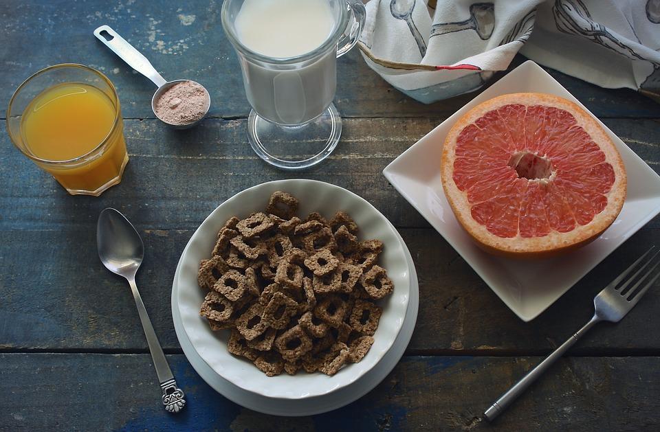 musli, ovocie, mlieko