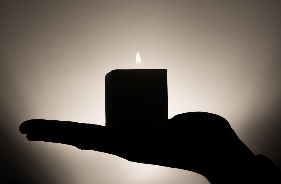 sviečka, ruka